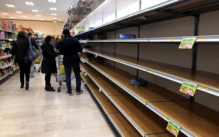 Un supermercato Esselunga preso d'assalto oggi.