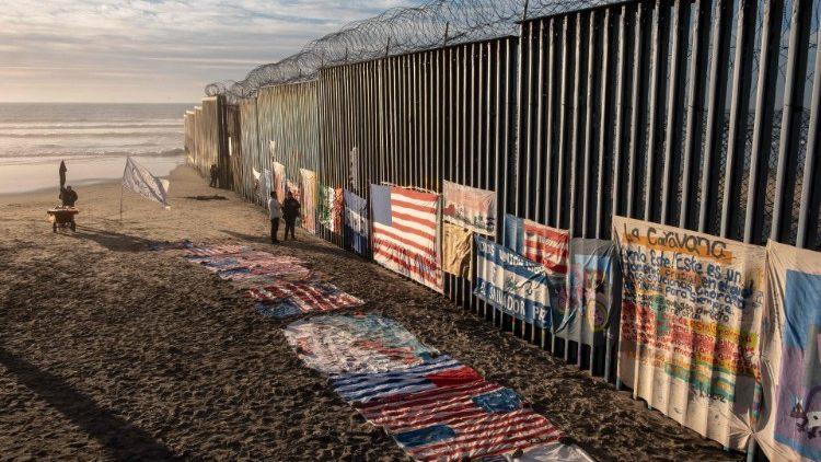 muro al confine col Messico
