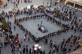 Foto di una delle attività organizzate da Anonymous for the Voiceless: cube of truth.